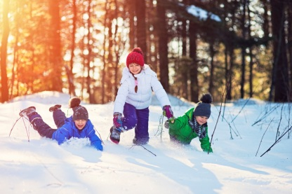 kids-playing-in-snow